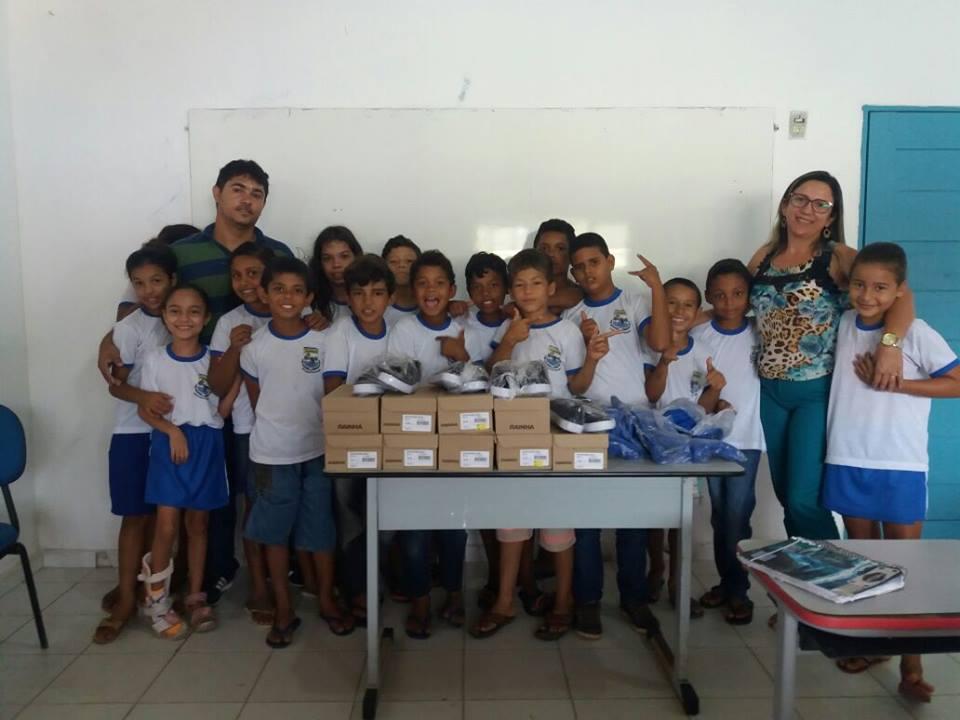 Entrega de fardamento – Escola João Batista