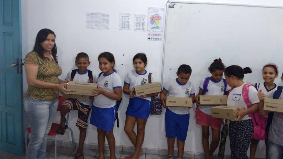 Entrega de fardamento – Escola Municipal Menino Jesus