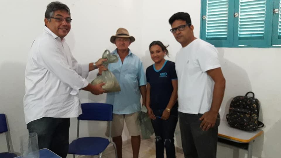 Doação de sementes de Milho, Feijão e Sorgo aos agricultores familiares da comunidade de Lajedo Grande
