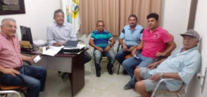 Coordenador de Regularização Fundiária participa de reunião para entrega de titulos de terra.