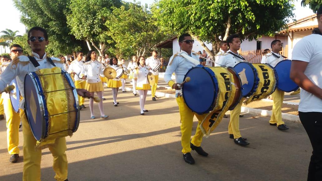 Desfile Cívico no centro da cidade é realizado no dia 13.