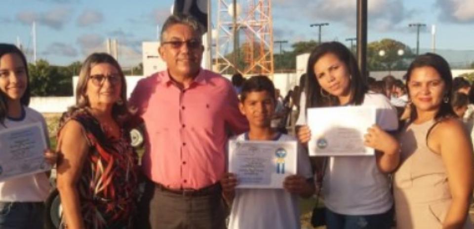 Alunos de Jundiá são premiados em concurso nacional de redação.
