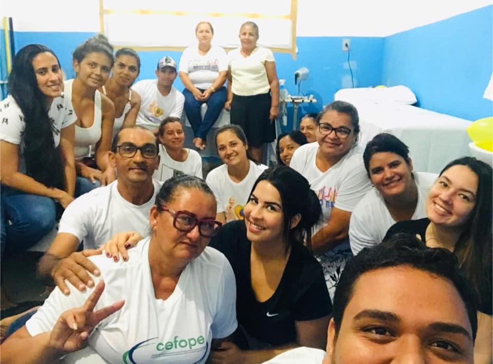 """Psicóloga realiza segundo encontro com o Grupo: """"Ajudando de quem Cuida"""" em parceria com os profissionais da saúde."""