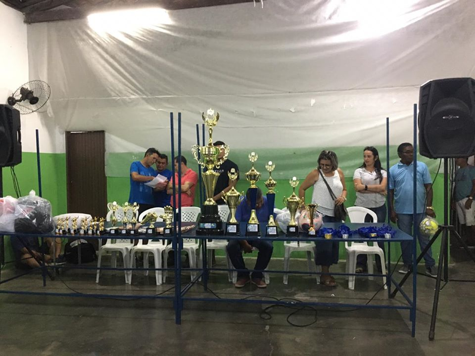 Prefeitura entrega premiação de equipes vencedoras so torneio!