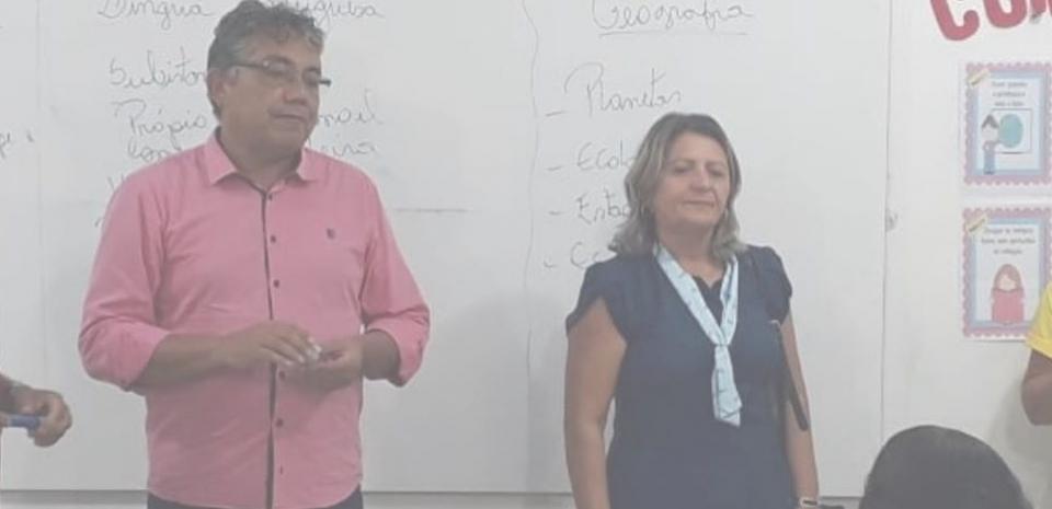 Gestor e Secretária de Educação, visitam escolas no 1° Dia do ano letivo.