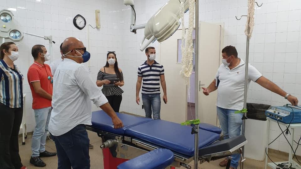 Secretária de Saúde discute possibilidades da reabertura do Centro Cirúrgico.
