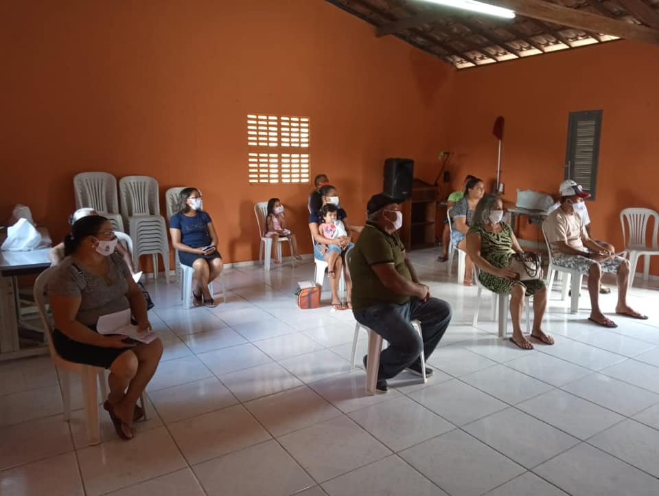 Profissionais da Saúde,  realizando Ação na Comunidade Caeiras.