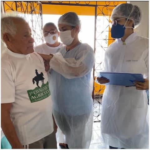 Vacinação dos idosos com faixa etária de 80 anos