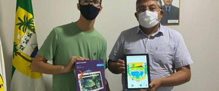 Prefeitura entrega tablet com o objetivo de gerenciamento das redes sociais
