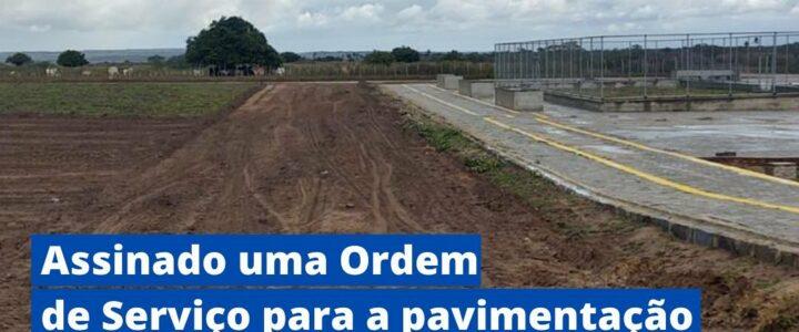 O Prefeito Municipal assinou a ordem de serviço para pavimentação de cinco ruas no Conjunto Nova Jundiá